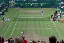 federer_Loses_track_of_match_point