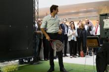 federer_racquet_2015_paintjob_credit_suisse_b